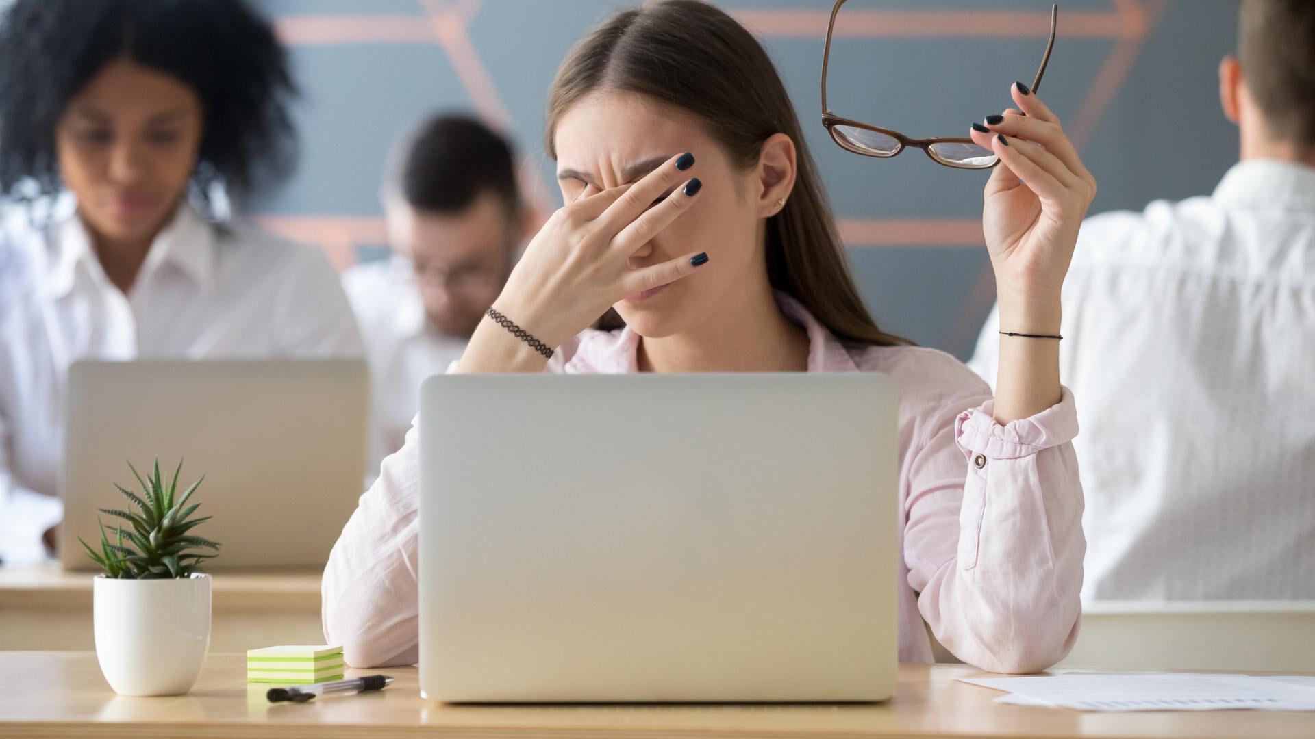 Kuivat silmät ovat yleinen vaiva, joka kannattaa hoitaa ajoissa