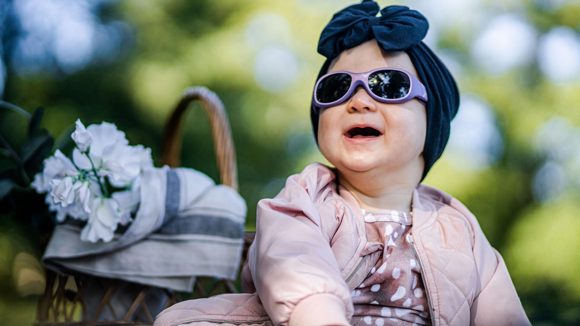 Pidä nämä 4 asiaa mielessä, kun hankit vauvan aurinkolasit