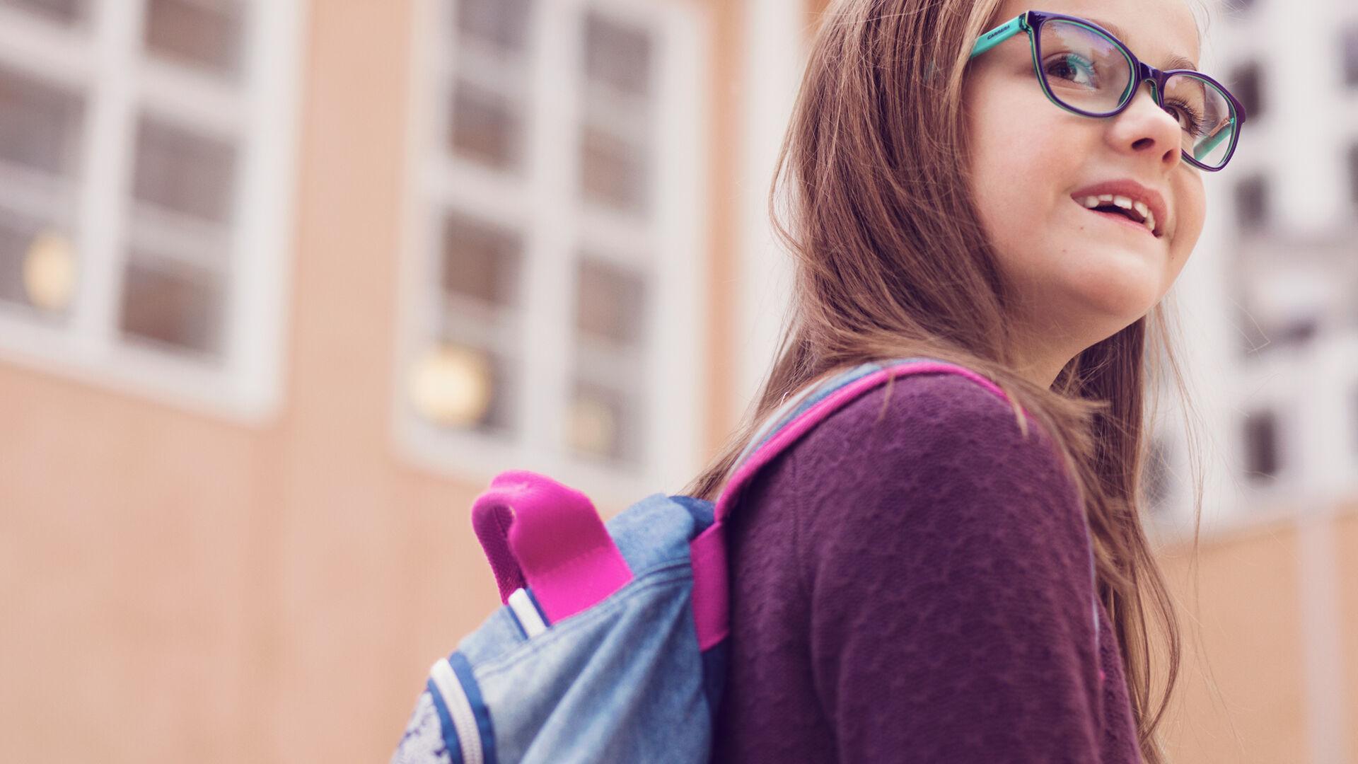 Ensimmäiset silmälasit innostivat ekaluokkalaisen Miilan lukemisen pariin