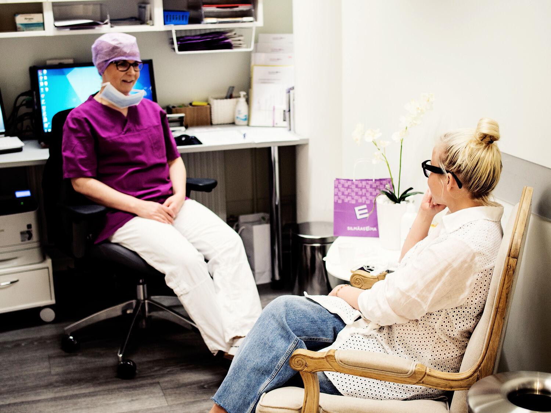 enna Kämäräinen kävi laserleikkauksessa Helsingin silmäsairaalassa yhteistyön merkeissä