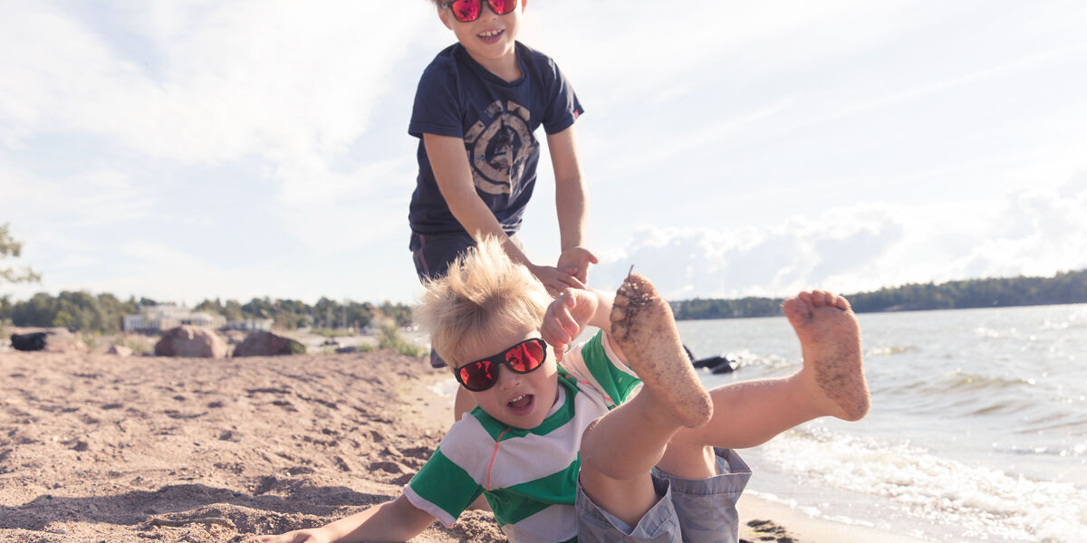 Meiltä löydät lapsellesi sopivat aurinkolasit myös voimakkuuksilla