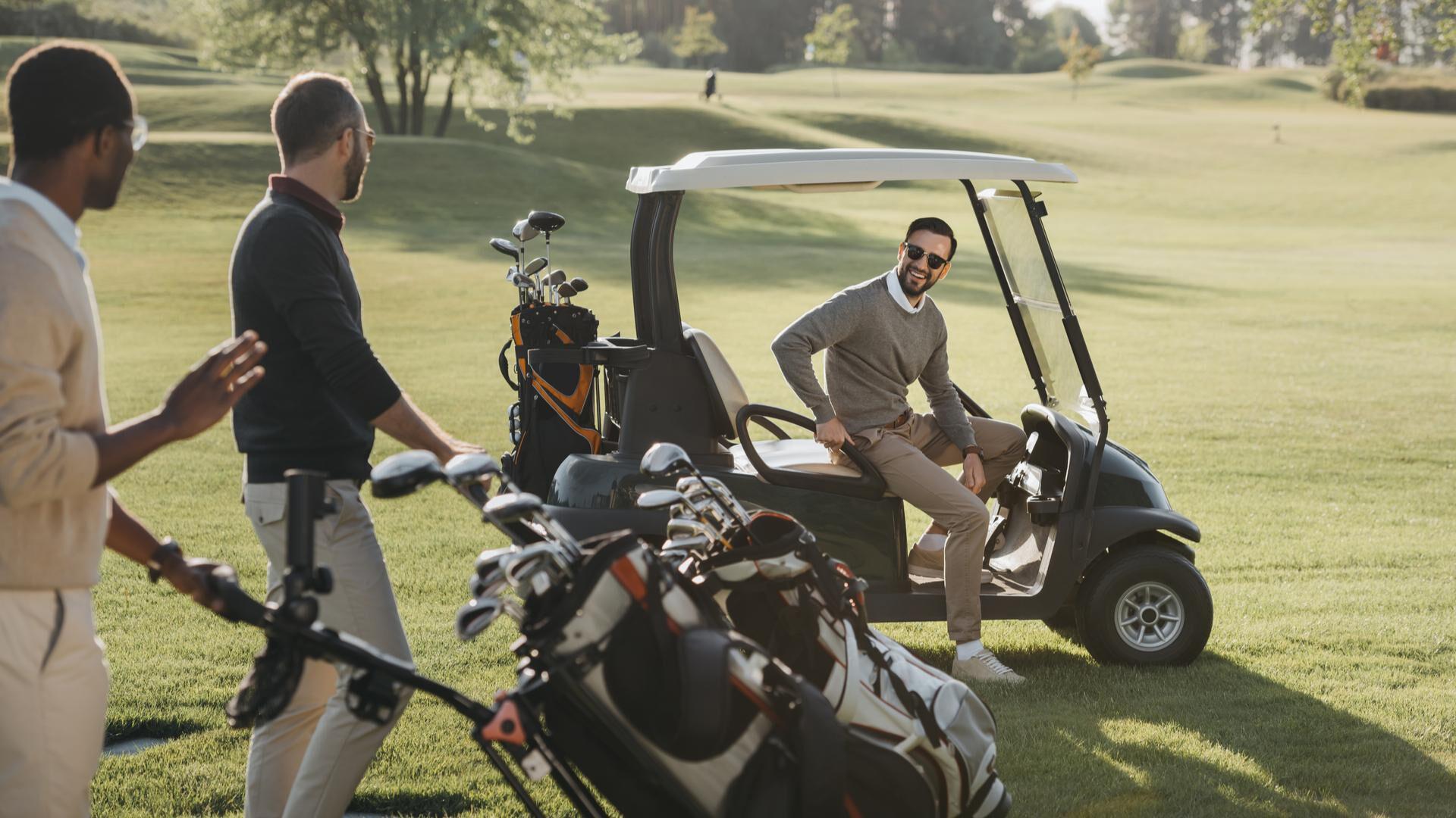 Golf-aurinkolasit pelastavat puttaajan päivän