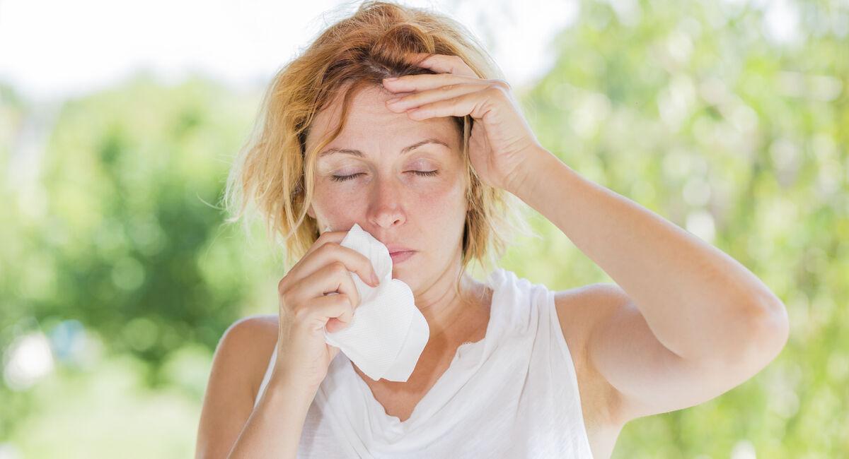 Siitepölykausi kestää keväästä pitkälle syksyyn ja aiheuttaa väsymyksen ja hengitystieoireiden lisäksi silmän sidekalvon allergista tulehdusta.