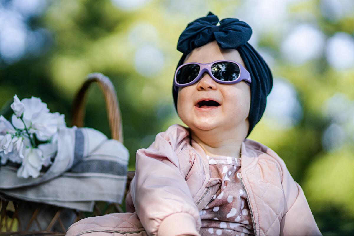 Vauvan aurinkolasien täytyy olla kevyet ja joustavat