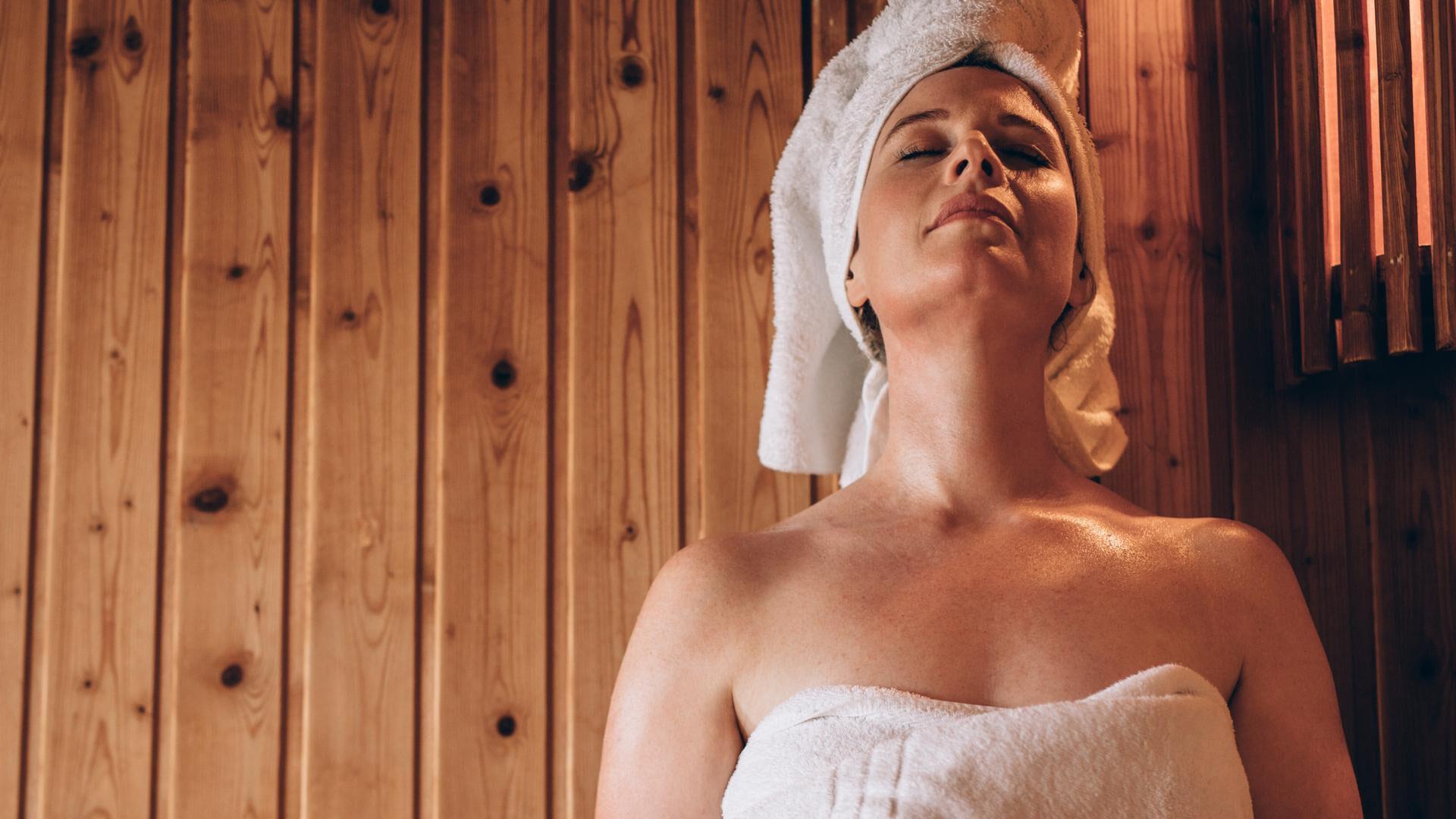 Piilolinssit saunassa ja uidessa: näin varmistat turvallisen käytön