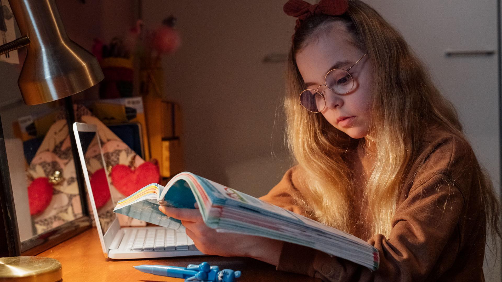 Näin lapsen näköhäiriöt ja näkövaivat oireilevat arjessa